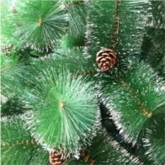 Большая искусственная елка со светящимися шариками