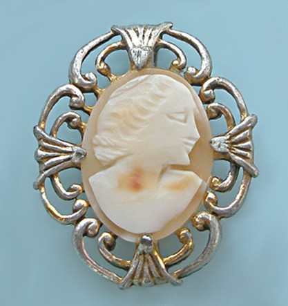 Антикварная брошь-камея Мадам Дюбарри