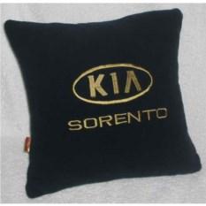 Черная подушка с золотой вышивкой Kia sorento