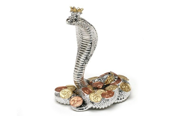 Статуэтка Королевская кобра с монетами
