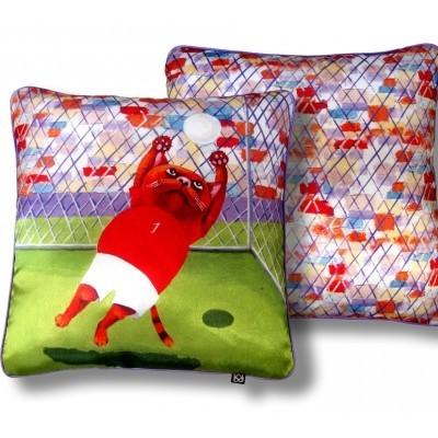 Декоративная подушка «Трудный мяч»