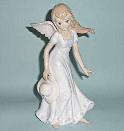 Фарфоровая статуэтка Ангел Июнь