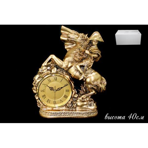 Декоративные настольные часы с фигурой всадника