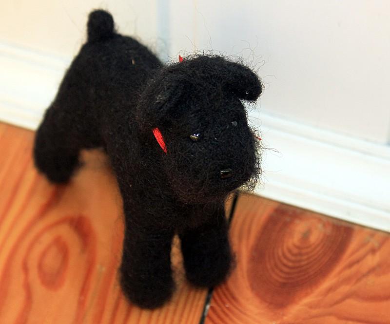 Валяная игрушка Черный терьер
