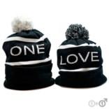 Шапка One или Love