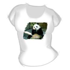Блондинка в белой футболке с пандой в руке фото 286-646