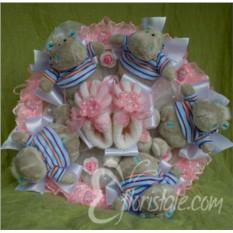 Розовый букет с пинетками и бегемотами
