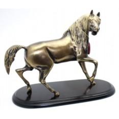 Статуэтка Конь на деревянной подставке