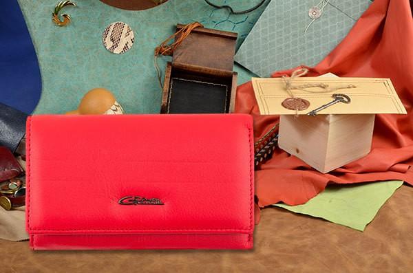 Красный кожаный портмоне