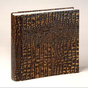 Фотоальбом из кожи, декорированной под крокодила