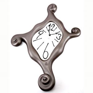 Часы «Кривое зеркало»