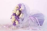 Букет из игрушек Медвежата с фиолетовыми розами