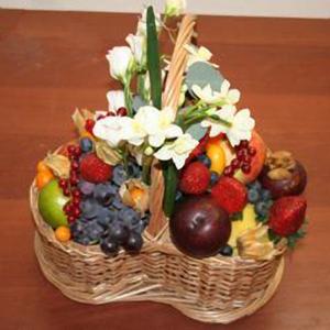 Корзина с фруктами и цветами «Нежность»