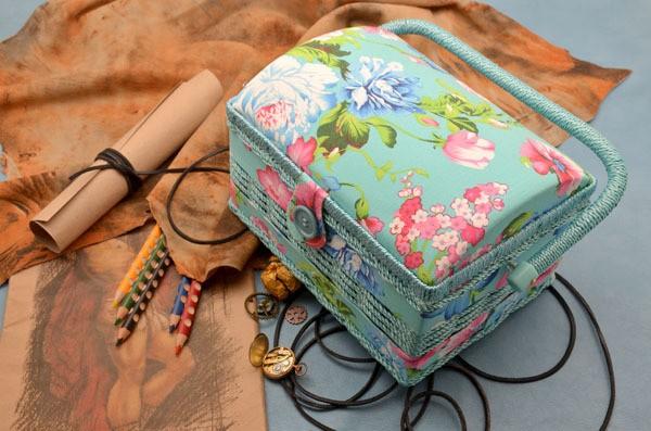 Деревянная Шкатулка для рукоделия Цветы на голубом