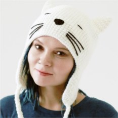 Вязаная шапка Белая кошка