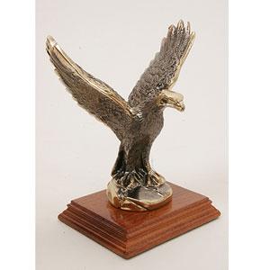 Орел на подставке