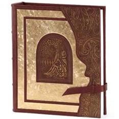 Свадебный фотоальбом из кожи с золотым декором