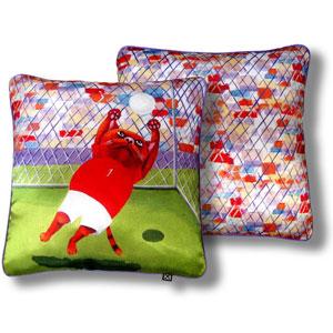 Дизайнерская подушка «Трудный мяч»