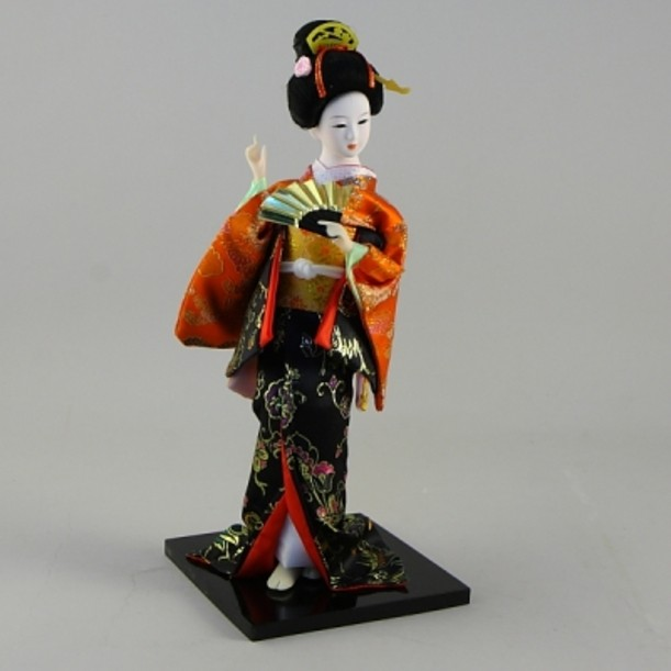 Статуэтка Гейша с веером в черно-оранжевом кимоно