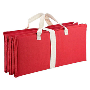 Красный складной пляжный коврик