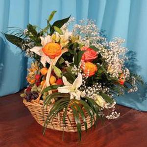 Корзина с фруктами и цветами «Мадонна»
