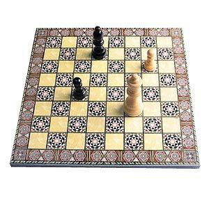 Шахматы с традиционным орнаментом