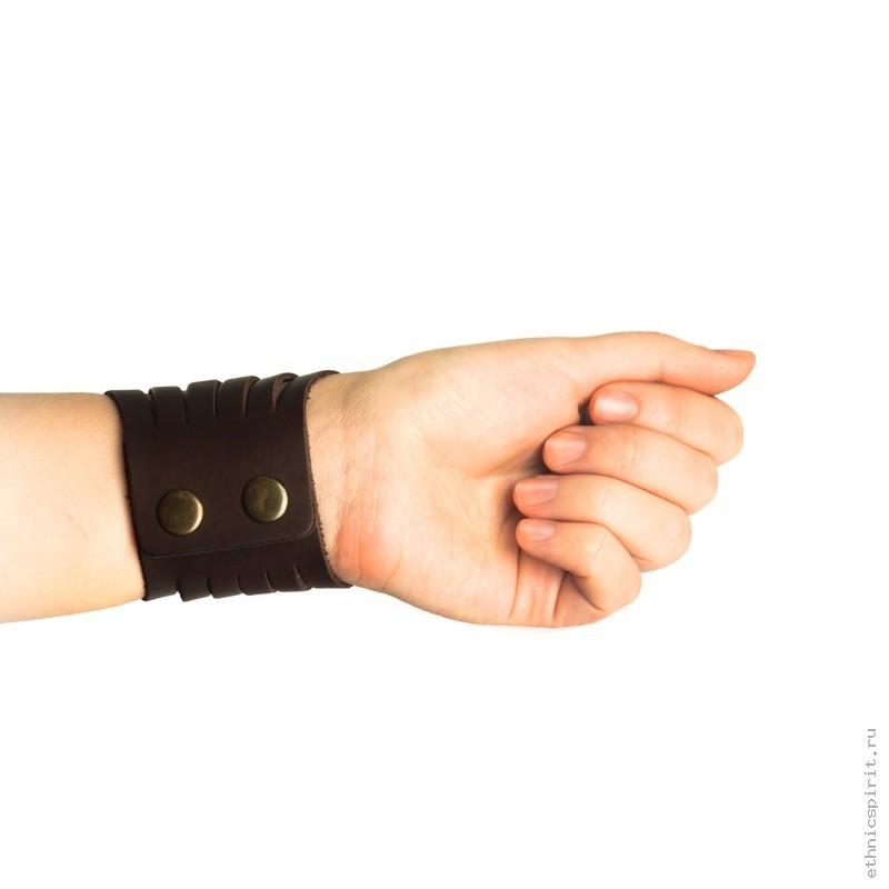 Креативный кожаный браслет из полос кожи