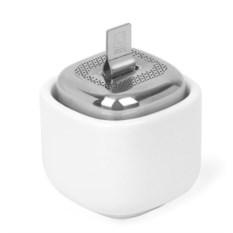 Белая емкость для заваривания чая с подставкой Сutea