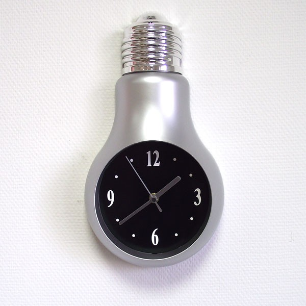 Часы настенные в виде лампочки серого цвета