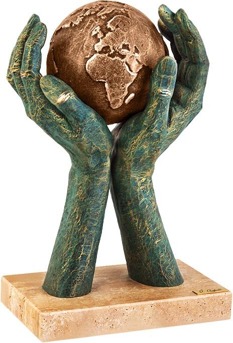 Скульптура «Хранитель мира»