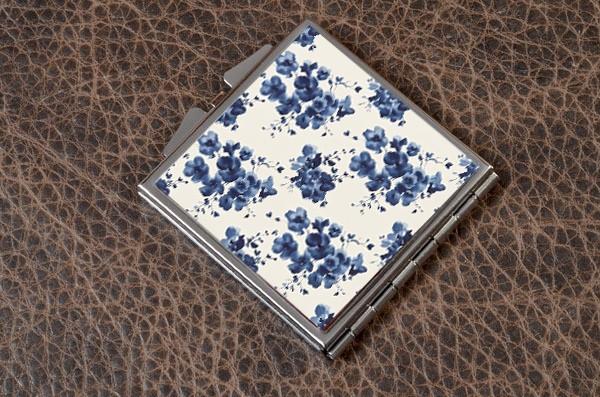 Карманное зеркальце Синие цветы (белый)