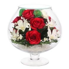Композиция из натуральных красных роз и орхидей