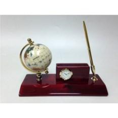Настольный прибор из дерева: часы и ручка