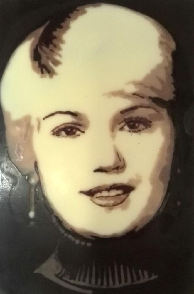 Картина из шоколада Девушка блондинка