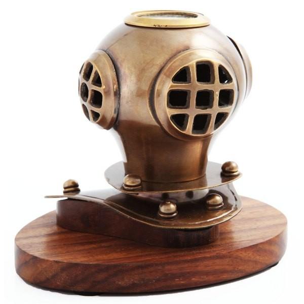 Шлем водолаза на подставке Эдмунд Галлей с компасом