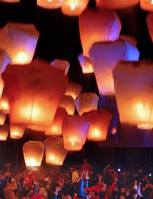 Набор небесных фонариков из 20 малых разноцветных конусов