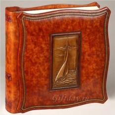 Кожаный фотоальбом с барельефом Парусник