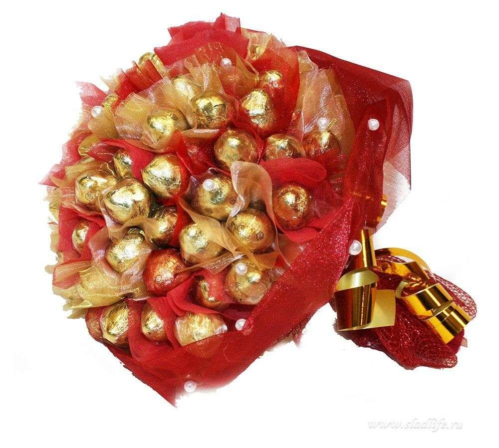 Красный букет из конфет Шарм