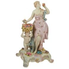 Фарфоровая статуэтка Девушка и херувим