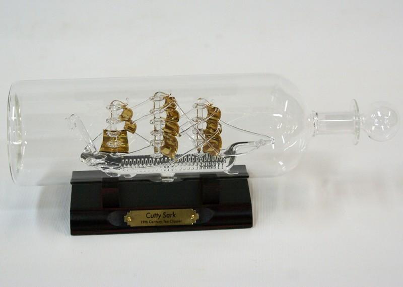 Корабль в стеклянной бутылке Cutty Sark.