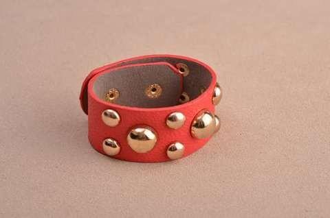 Браслет Amelie (красный, с кнопками; кожа)