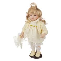 Фарфоровая кукла в кремовом платье