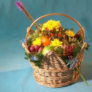 Корзина с цветами и фруктами «Царевна»