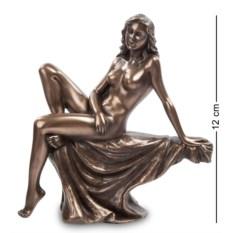 Статуэтка Девушка (высота 12 см)