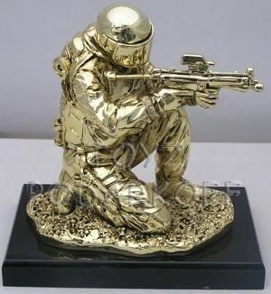 Cкульптура Боец с позолотой