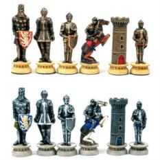 Набор шахматных фигур в виде рыцарей