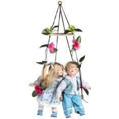 Набор фарфоровых кукол Влюбленные малыши на качелях