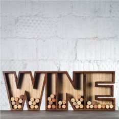 Декоративно слово WINE для коллекции винных пробок