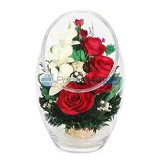 Композиция из настоящих роз и орхидей