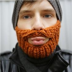 Шапка с бородой  (серая с коричневой бородой )